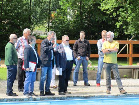 Ortstermin im Freibad mit MdL Klaus Adelt